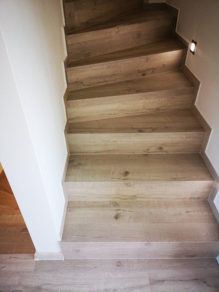 Řešení schodových hran pomocí ohybů umocňuje estetický vzhled