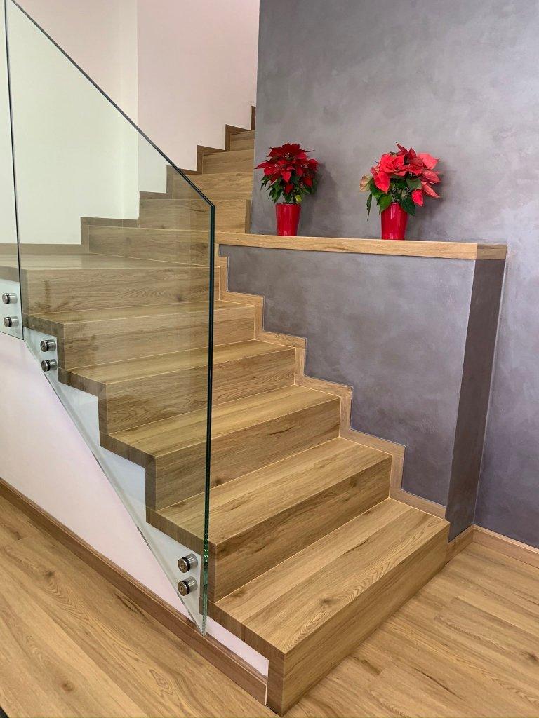 Realizace schodů z vinylové podlahy