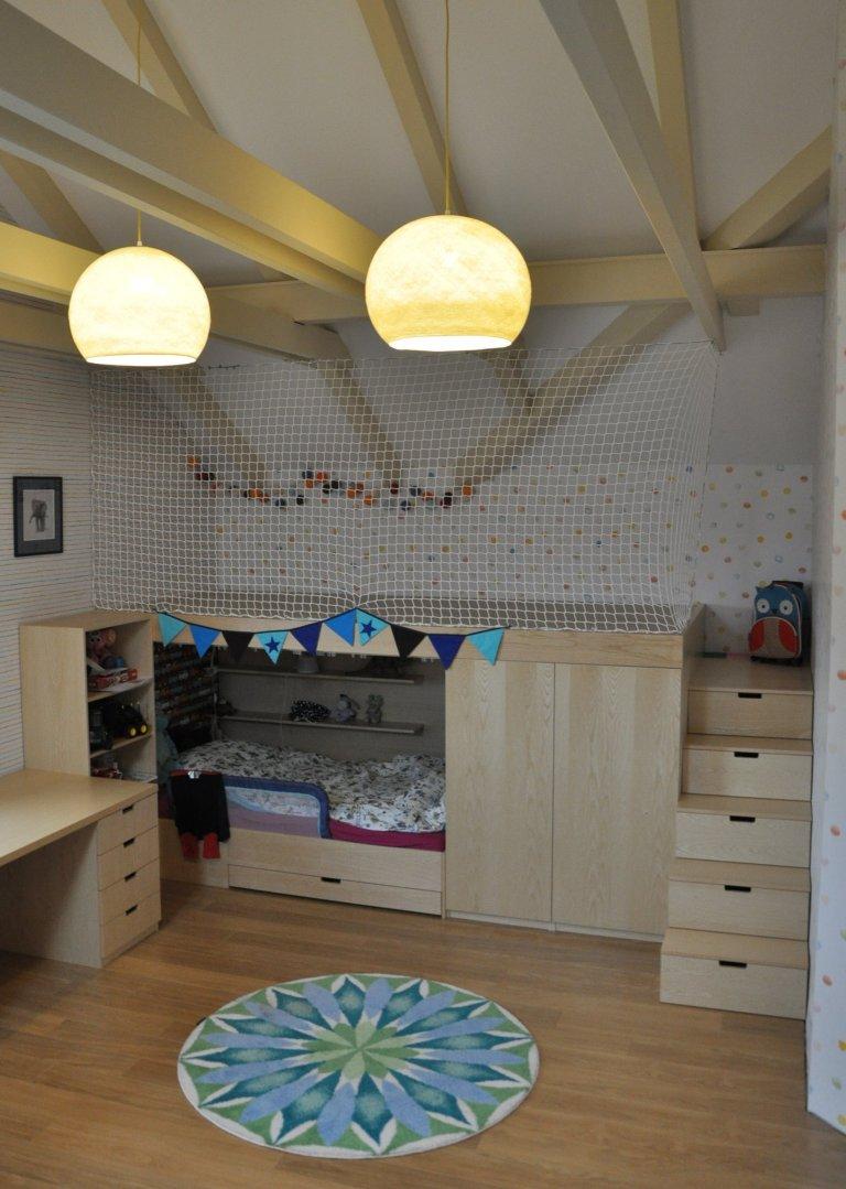 Dětský pokojíček, který má vydržet dlouho, ač jsou děti teď malé. Pastelové barvy, jednoduchost a možnost dotvářet si pokojíček sám. V co dnes svoje hrací…