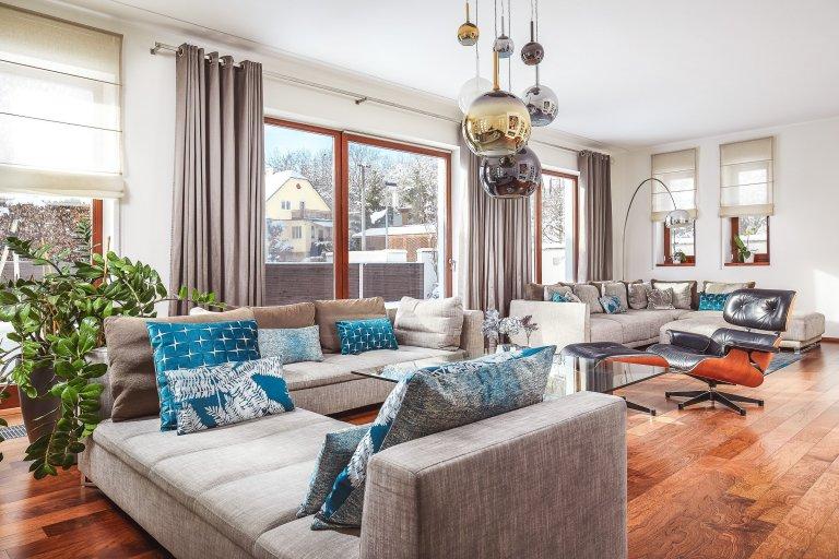 Obývací pokoj a jídelna v rodinném domě