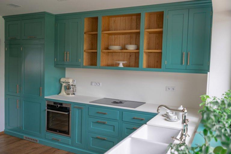 """Nadčasová petrolejová kuchyně """"Turquoise"""" v Anglickém stylu"""