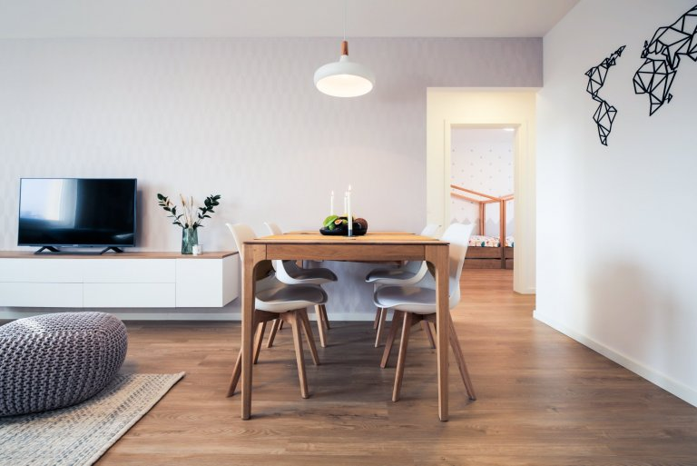 KOMPLETNÁ REKONŠTRUKCIA BYTU V RUŽINOVE✨ Na začiatku bol panelový byt v úplne pôvodnom stave, ktorý by ste dnes nespoznali???? Tento projekt bytu…