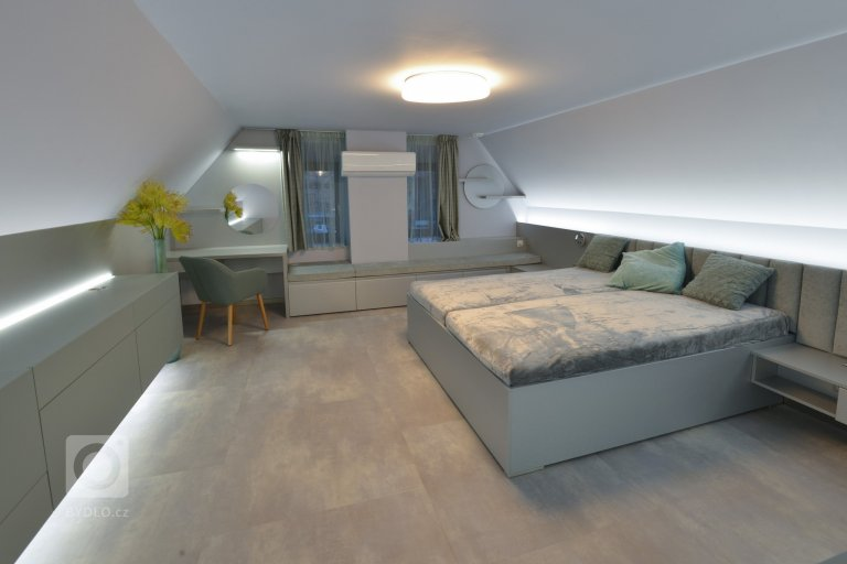 Mátová ložnice v podkroví