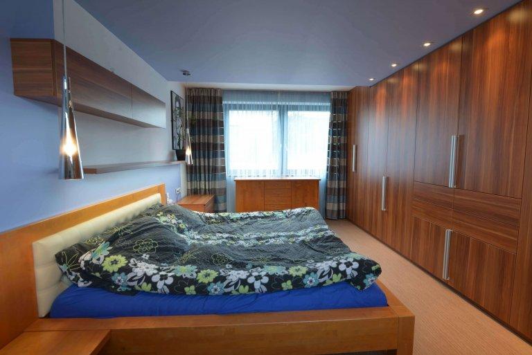 Ložnice byla barevně přizpůsobena barevnosti postele, která již byla v majetku majitelů.