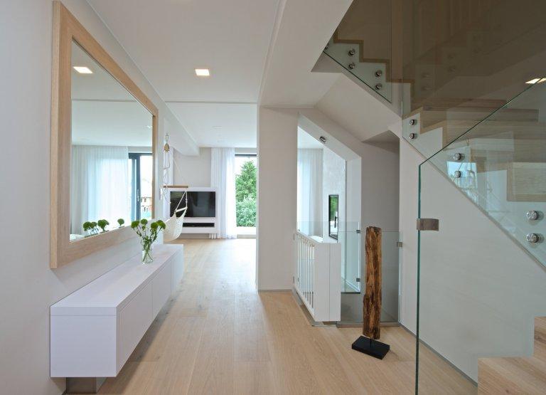 Mladí manželé koupili relativně úzký řadový dům se třemi nadzemními podlažími a sklepem, postavený na přelomu 70. a 80. let minulého století. Ačkoli dům dobře…