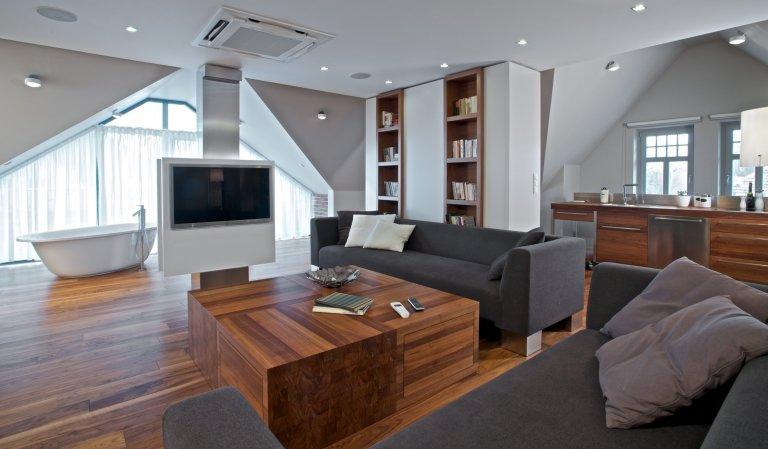 Půdní byt v prvorepublikové vilové čtvrti ve Slezsku