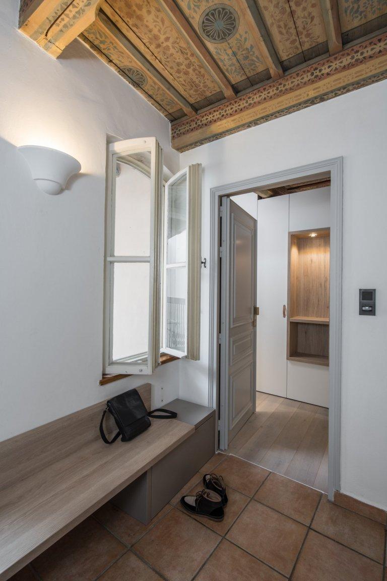 Historická atmosféra, venkovní posezení, soukromí, zádveří s prostorem pro obuv, vstupní šatna, kuchyň, jídelna & sofa, ložnice, koupelna, samostatné WC …
