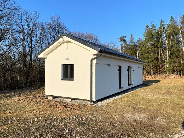 V menší obci Myslinka v okrese Plzeň – sever jsme zhotovili dřevostavbu o rozměrech 14,3x4,7m, která vznikla prodloužením a rozšířením naší typové Easy…