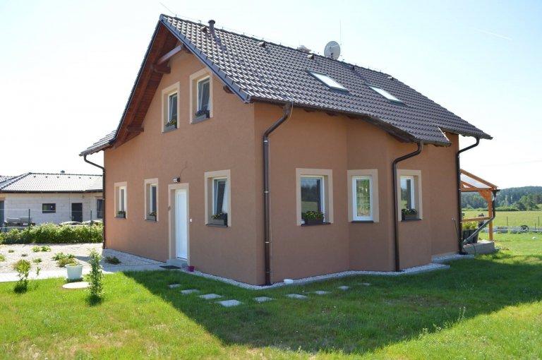 Ekonomik 14    Krásný dům v Plzeňském kraji typu Ekonomik 14 je vhodný i pro větší rodiny. Dvoupatrový dům 5+1 má užitnou plochu 128 m2, a celkovou…