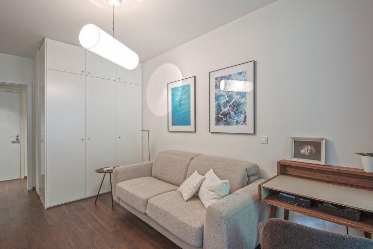 Realizace interiéru bytu o velikosti 3+kk nacházejícího se v nově realizovaném rezidenčním objektu v Praze je vytvořený s ohledem na maximální funkčnost,…