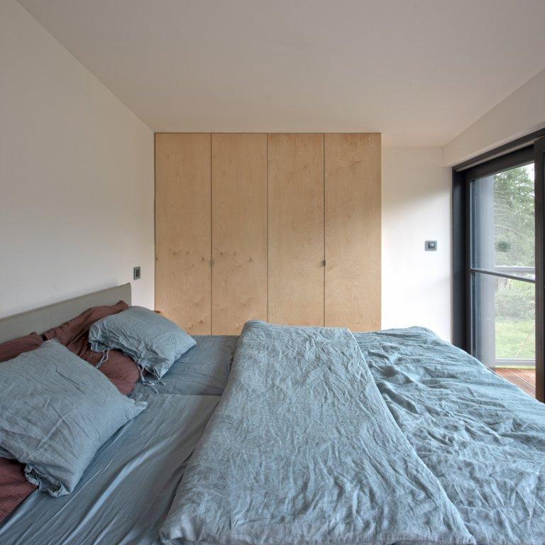 Svojí dispozicí a celkovým řešením poskytujeprostor pro pohodlné celoroční bydlení.  www.prajaga.cz