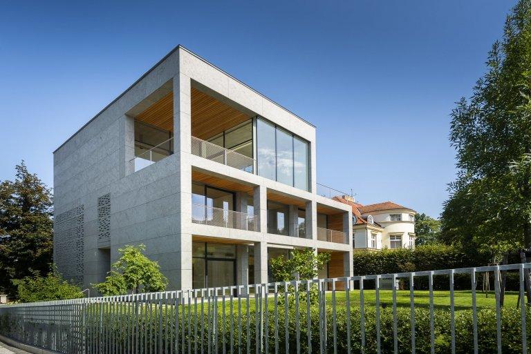 V nejprestižnější části diplomatické čtvrti Bubeneč najdete nově postavenou reprezentativní rodinnou vilu v nadčasovém funkcionalistickém stylu dle návrhu…