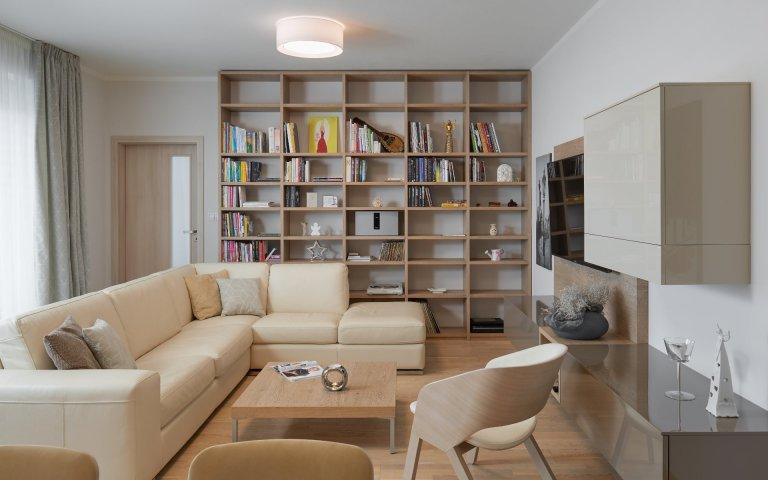Kuchyně a obývací pokoj v krásném bytě