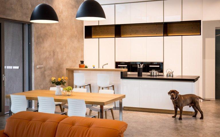 Moderní interiér i zahradní kuchyně