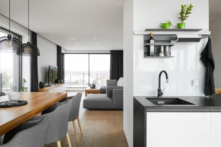 Prosluněný luxusní byt s terasou
