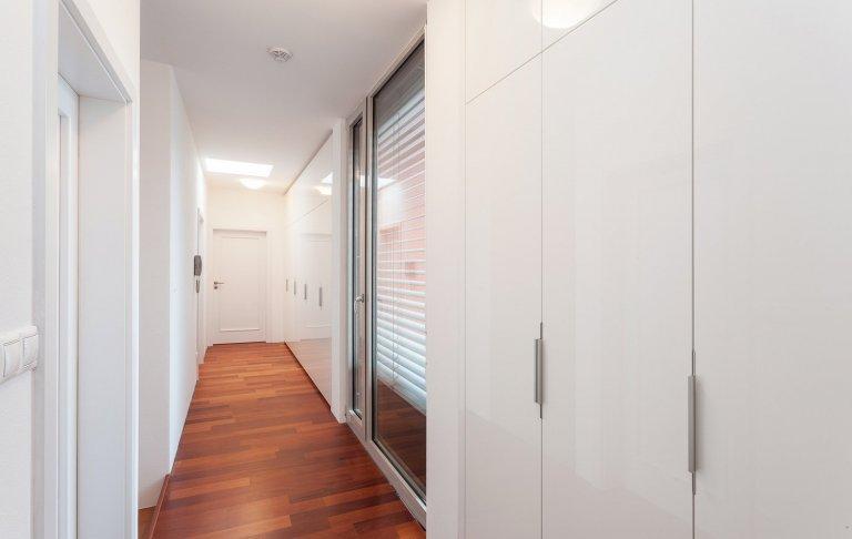 Každý domov představuje určitou skládanku vypovídající o vkusu, a potřebách jeho majitelů.Majitelka tohoto domu miluje moderní design, proto měla ihned…