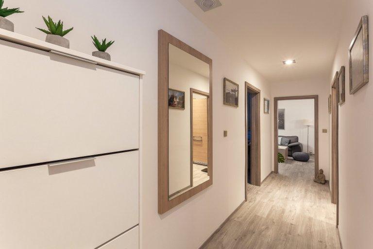 Pro klienta jsme navrhli a realizovali kompletní dodávku interiéru do panelákového bytu.