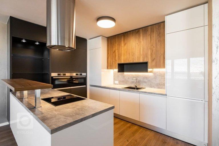 Realizácia kuchyne s obývačkou v industriálnom štýle