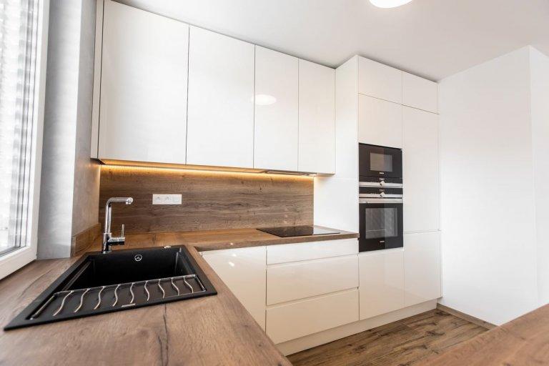 Realizácia kuchyne s obývačkou