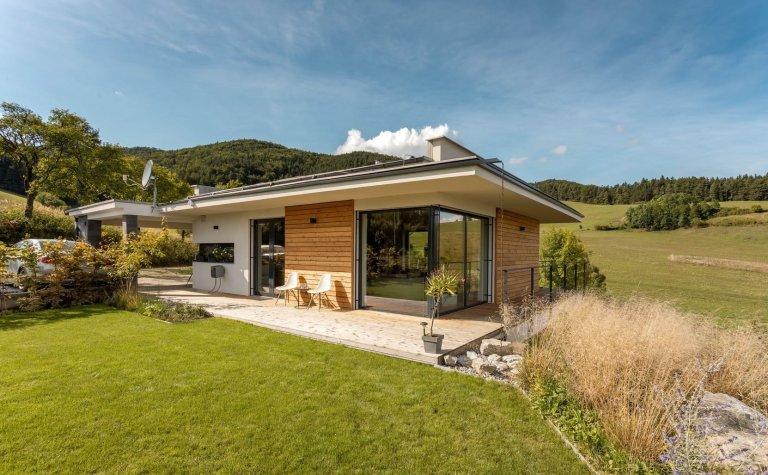 Atypický dům v objetí přírody