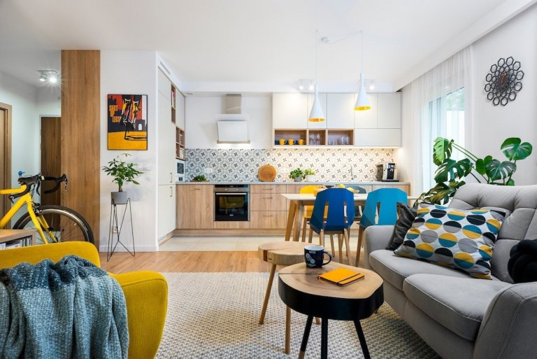 Barevné bydlení pro mladý pár