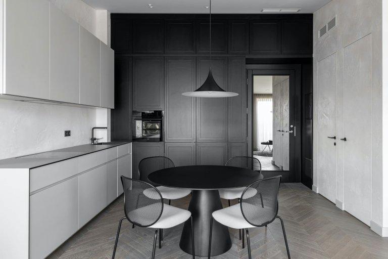 Černobílý interiér nemusí být nudný