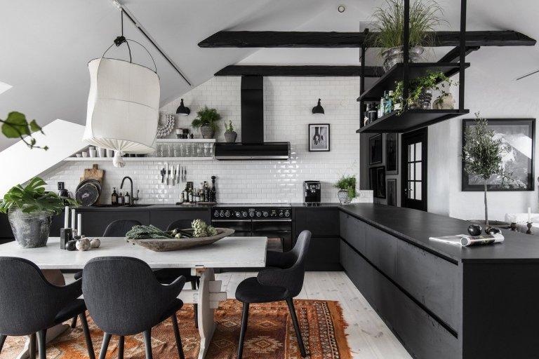 Černobílý podkrovní byt ve Švédsku