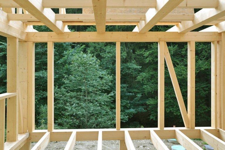 Dům pro rodinu postavil vlastníma rukama