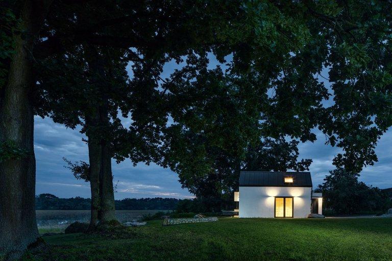 Dům u rybníka v malé obci na jihu Čech