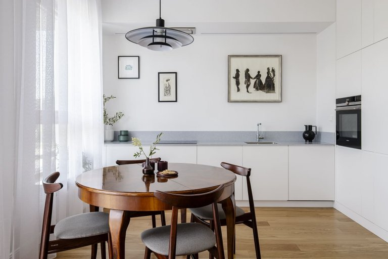 Interiér v minimalistickém duchu s retro prvky