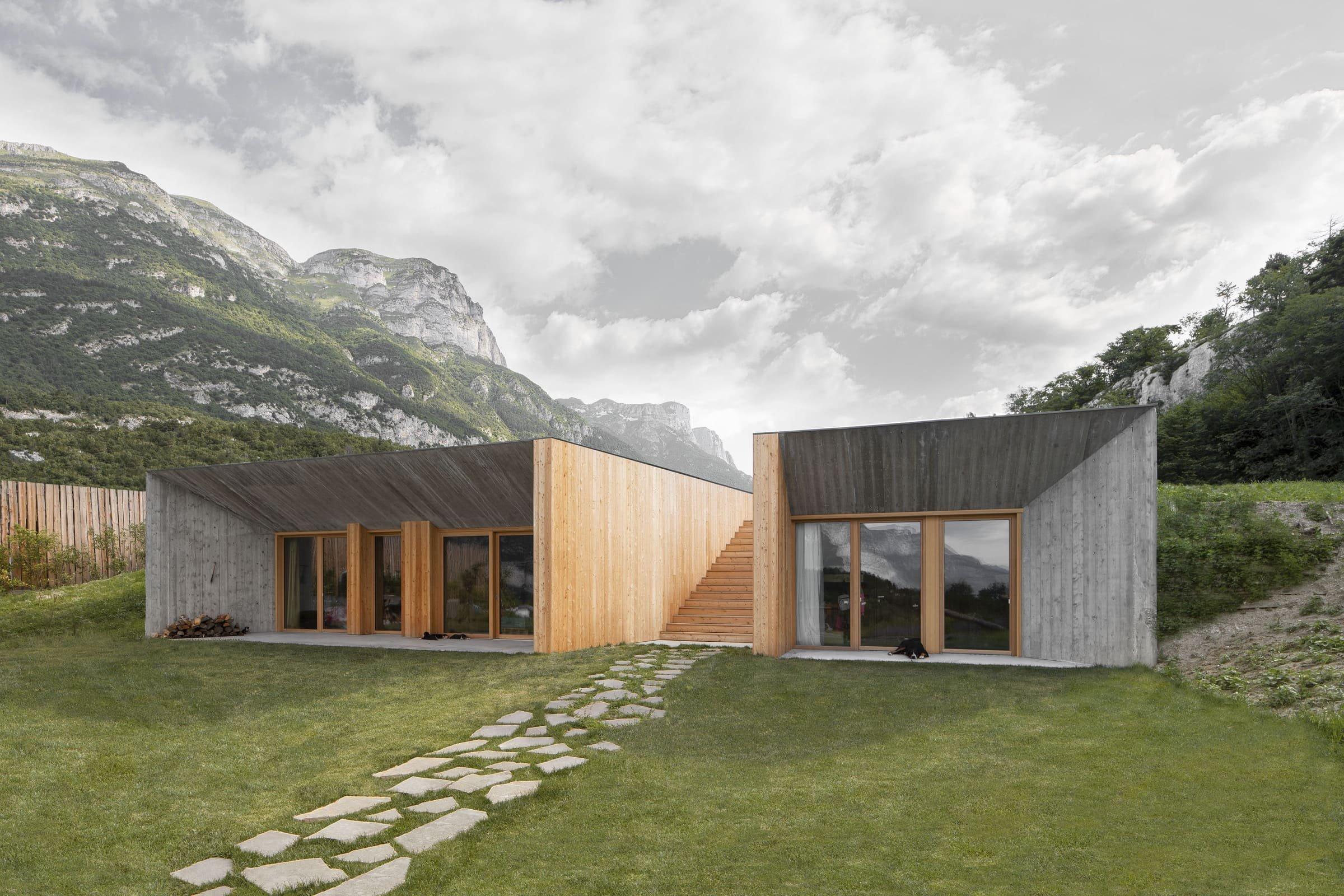 Jednoduchá a vizuálně čistá brutalistická stavba