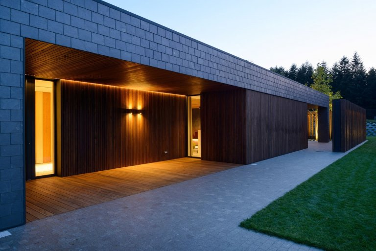 Jednoduchý dům s bazénem v Beskydech