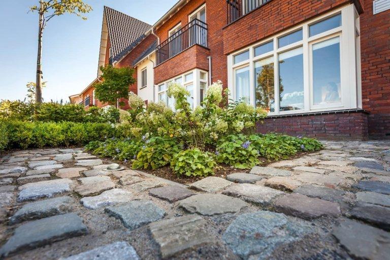 Malá zahrada za domem slouží především k odpočinku