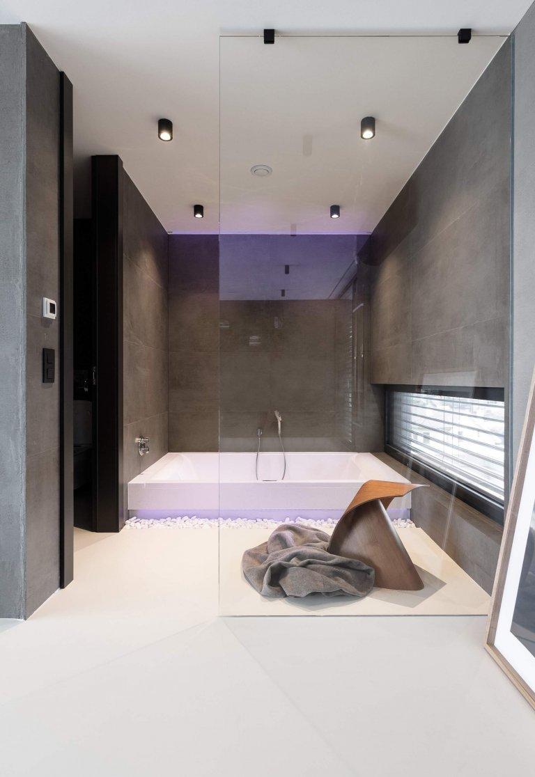 Mezonetový byt v sametově šedé barvě