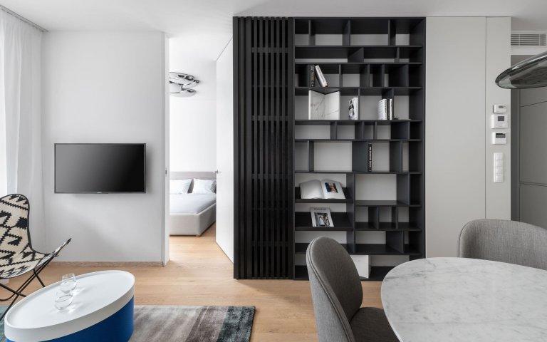 Dvoupokojový byt v centru Bratislavy představuje příjemnou kombinaci skandinávského a minimalistického stylu. Svým obyvatelům poskytuje nadstandardní bydlení s inspirativními výhledy na Dunaj.