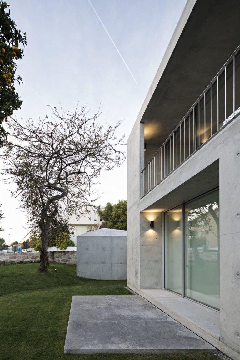 Minimalistický dům z betonu