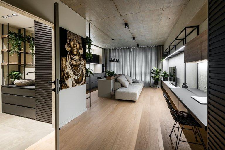Minimalistický interiér s exotickým výrazem