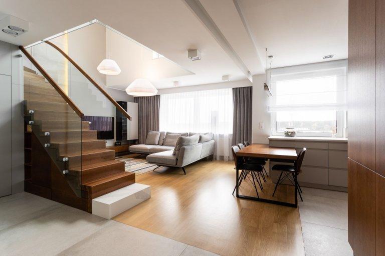 Díky slušné dávce invence designérů ze společnosti Studio Projektowe Motiv vznikl opravdu osobitý interiér, který je osvěžujícím koktejlem moderního a retro stylu bydlení. Nachází se v Poznani, v jednom z nejstarších a největších polských měst.