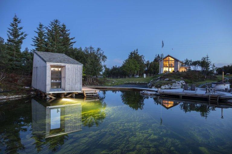 Moderní komplex u pobřeží Norska
