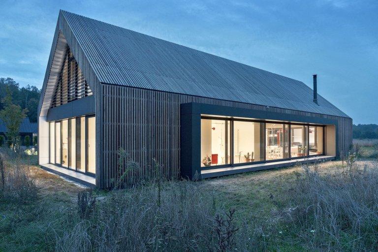 Moderní stodola se sedlovou střechou