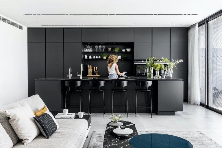 Monochromaticky laděný interiér