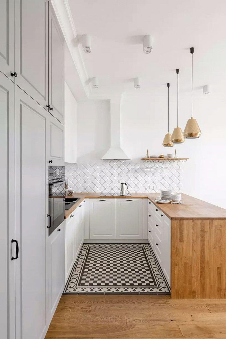 Něžný byt s kachlovými kamny, dubovou podlahou a pianem