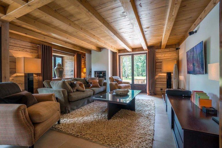 Pohádková chata v Alpách stojí v létě za návštěvu