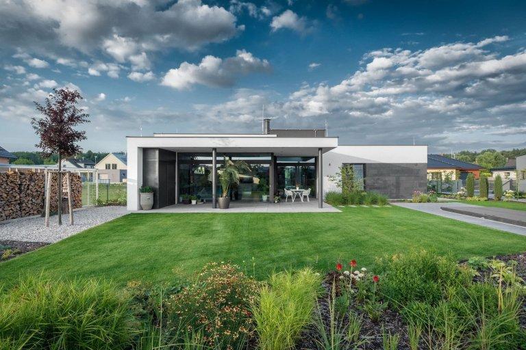 Přízemní dům se zimní zahradou