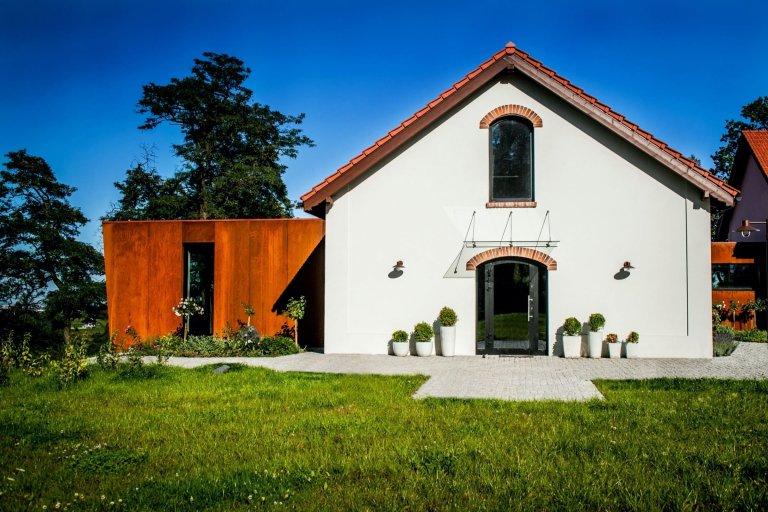 Proměna rozpadlé farmy na moderní bydlení