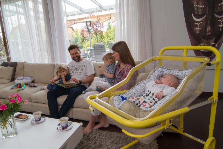 První postýlka pro bezpečí novorozeněte a klid matky