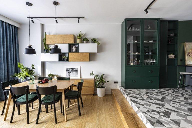 V Gdyni, v jednom z nejmladších polských měst, se nachází dům, jehož interiér prošel rozsáhlou rekonstrukcí. Návštěvníky zaujme především důrazem na geometrii a pozoruhodnou kombinací materiálů a barev.