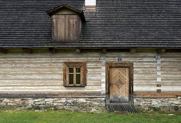 Rekonstrukce památkově chráněné roubenky z roku 1740