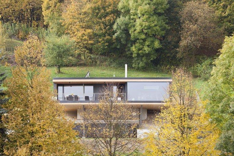 Rodinný dům nad prudkým terénem