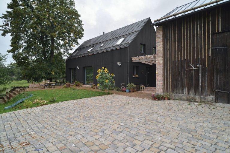 Rodinný dům se starou stodolou a vzrostlou lípou